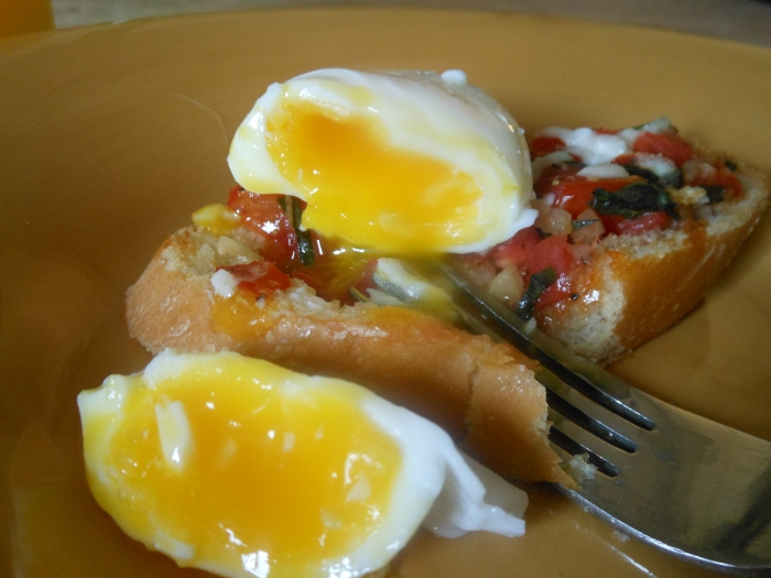 tomato bruschetta with poached egg