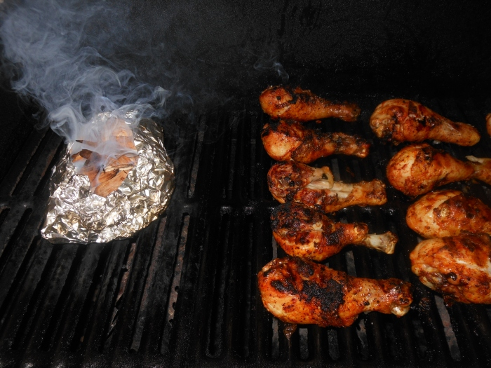 smoking chicken on the gas grill (using applewood)